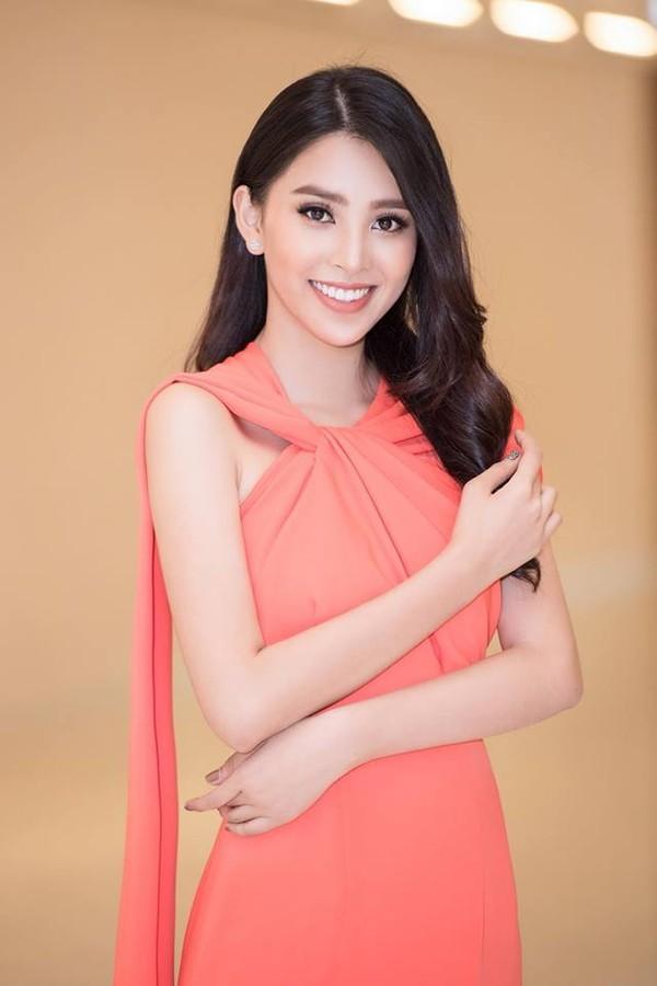 Diện mẫu váy giống Hoa hậu Đặng Thu Thảo, Tiểu Vy bất ngờ được khen đẹp hơn thiên thần tỷ tỷ-4