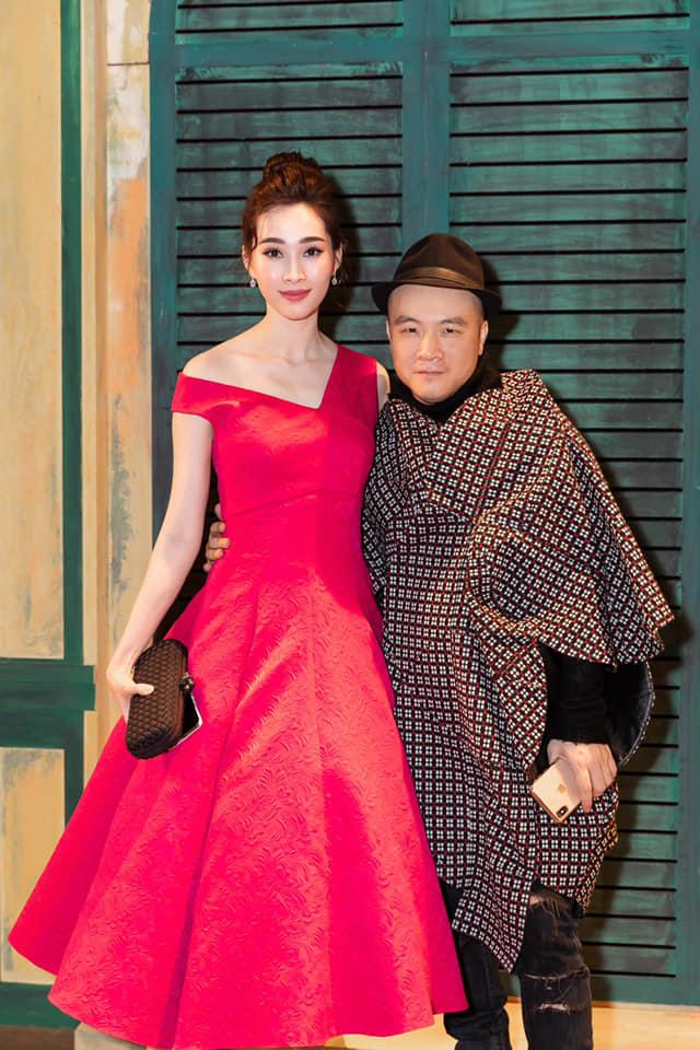 Diện mẫu váy giống Hoa hậu Đặng Thu Thảo, Tiểu Vy bất ngờ được khen đẹp hơn thiên thần tỷ tỷ-6