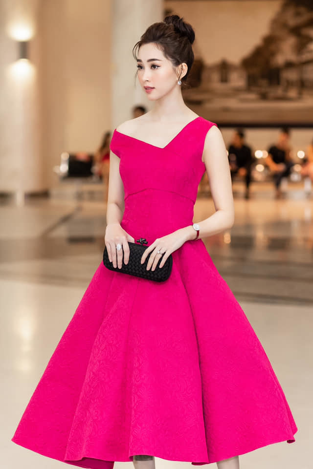 Diện mẫu váy giống Hoa hậu Đặng Thu Thảo, Tiểu Vy bất ngờ được khen đẹp hơn thiên thần tỷ tỷ-7