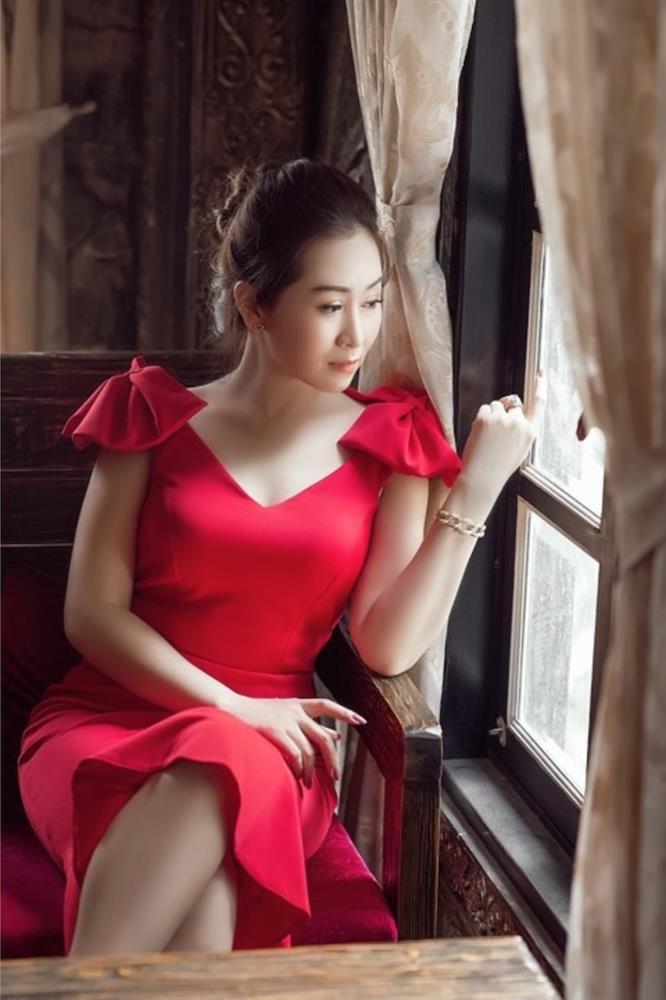 Bất ngờ với nét quyến rũ, gợi cảm của thí sinh Miss U30 qua bộ ảnh đăng kí dự thi-4