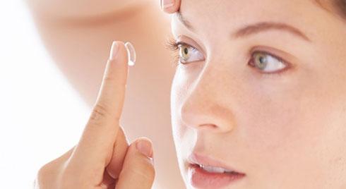 Tác hại của kính áp tròng: Bạn chớ nên xem thường