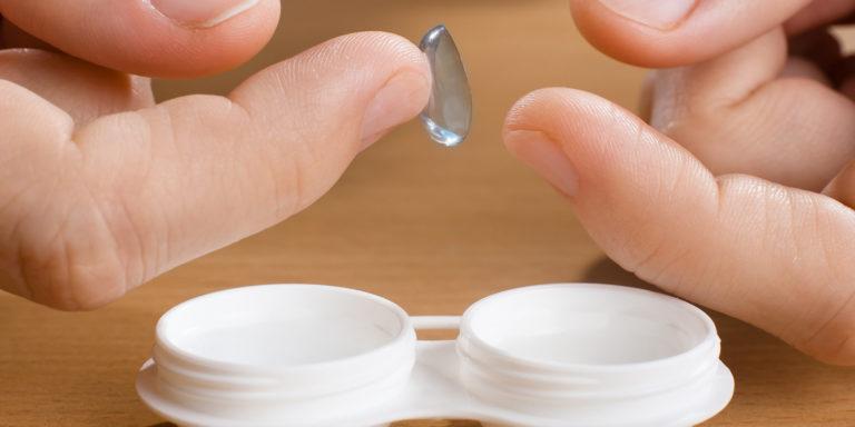 Tác hại của kính áp tròng: Bạn chớ nên xem thường-3