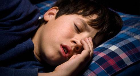 """Mất ngủ, ngủ ngáy và hàng loạt những """"hiểm họa"""" khác trong giấc ngủ của trẻ"""