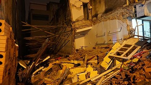 Nhà 2 tầng ở Thanh Hóa bất ngờ sập đổ trong đêm