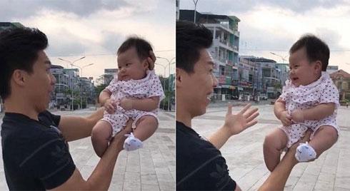 THÓT TIM: Quốc Nghiệp dùng một tay nâng con gái 3 tháng tuổi biểu diễn giữa không trung