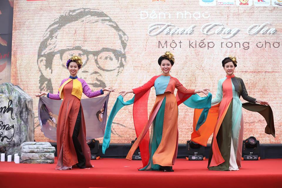 Ngắm trọn BST Như cánh vạc bay của Nữ hoàng hoa hồng Bùi Thanh Hương trong đêm nhạc Trịnh Công Sơn-7