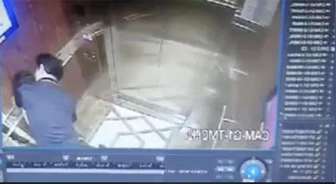 Bất ngờ danh tính người đàn ông sàm sỡ bé gái trong thang máy ở TP.HCM