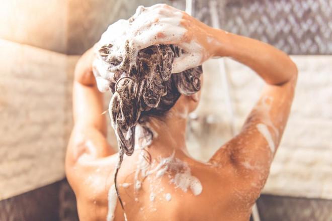 Tắm khi vừa đi nắng về và những tác hại không ngờ-1