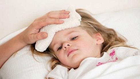 Thói quen dễ gây bệnh cho trẻ lúc giao mùa