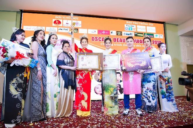 Doanh nhân Trần Thị Thanh Châu đăng quang Nữ hoàng ASEAN tại Oscars Beauty Awards 2019-5