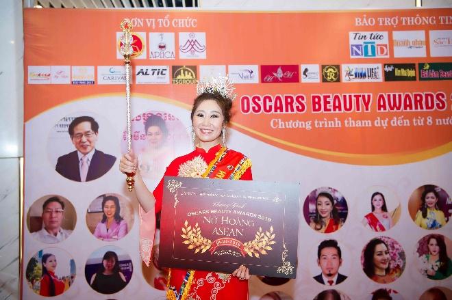 Doanh nhân Trần Thị Thanh Châu đăng quang Nữ hoàng ASEAN tại Oscars Beauty Awards 2019-6