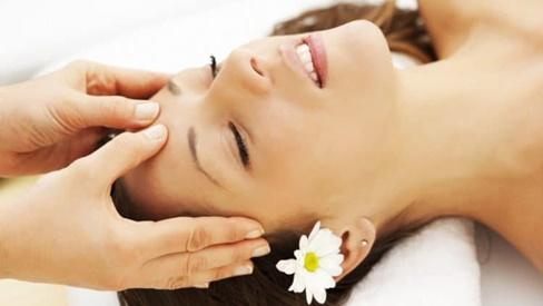 Hướng dẫn bạn cách bấm huyệt trị đau đầu không cần dùng thuốc
