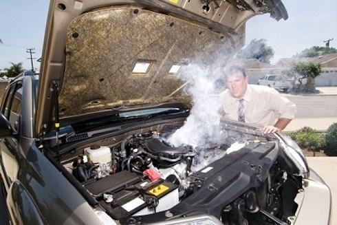 7 bước xử lý khẩn cấp động cơ ô tô bị nóng khi đang chạy trên đường-1