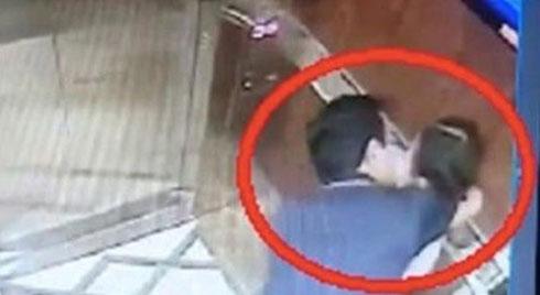 17 ngày chờ đợi mỏi mòn, cư dân Galaxy 9 ký đơn tập thể yêu cầu khởi tố Nguyễn Văn Linh về tội dâm ô bé gái trong thang máy