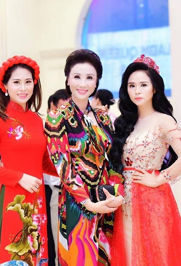 Cộng đồng nữ doanh nhân đằm thắm, rạng ngời với Áo dài Hương Queen-2