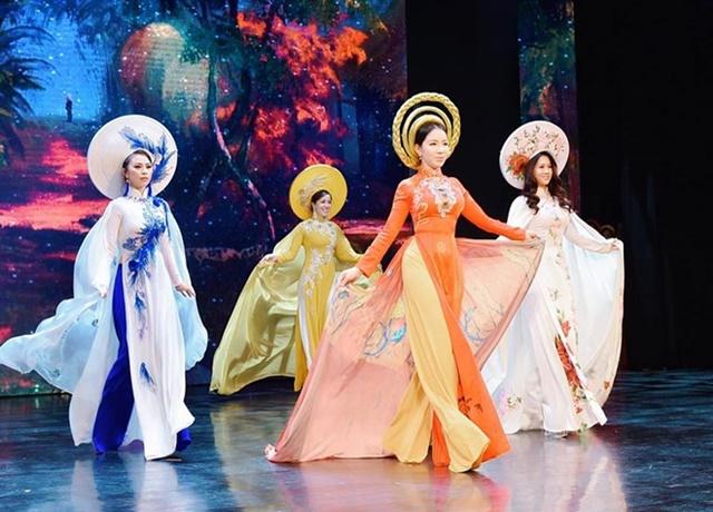 Cộng đồng nữ doanh nhân đằm thắm, rạng ngời với Áo dài Hương Queen-6