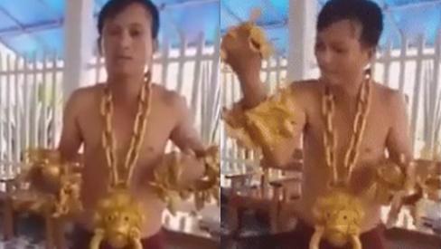 Người đàn ông gây sốt với cặp vòng tay hình 12 con giáp cùng nhiều trang sức khủng làm từ... vàng