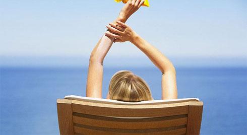 Hà Nội hôm nay nắng nóng đỉnh điểm và sẽ kéo dài 2 ngày nữa, làm ngay những điều này để phòng tránh ung thư da