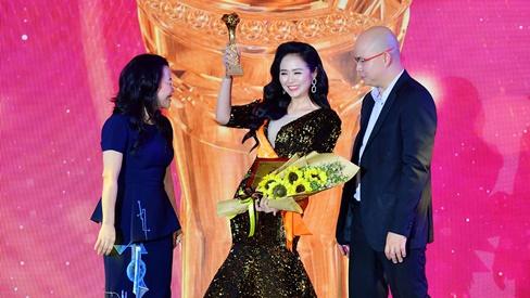 Nữ hoàng Hoa hồng Bùi Thanh Hương xuất sắc nhận giải Doanh nhân truyền cảm hứng năm 2019