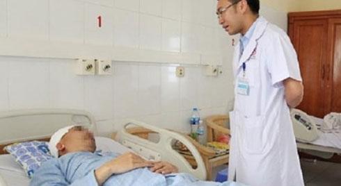 Quảng Ninh: Người đàn ông bị vỡ xương sọ, chảy máu não khi chơi đá bóng