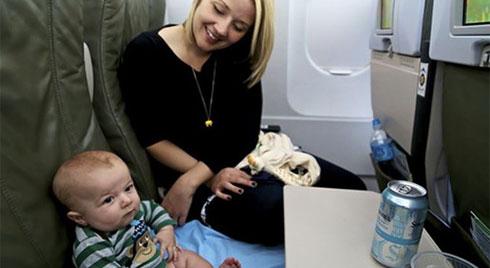 Những điều cần biết để trẻ được an toàn khi đi máy bay