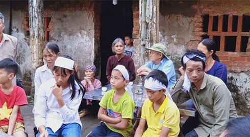 Quỹ Hành trình xanh chung tay giúp người bố tật nguyền, cùng 3 con thơ vừa mồ côi mẹ tại Bắc Giang