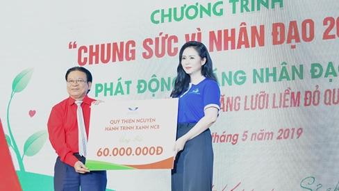 Giám đốc Quỹ hành trình xanh - Bùi Thanh Hương nén nước mắt vào tim tại sự kiện 'Chung sức vì nhân đạo'