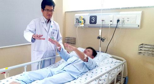 Sơ cứu bệnh nhân đột quỵ bằng những cách này, bạn đang đẩy người thân đến gần cửa tử hơn