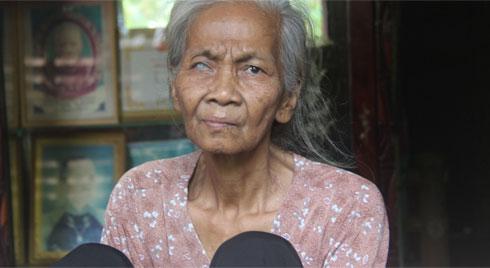 Lời khẩn cầu của người bà 70 tuổi mù một bên mắt, chân bị hoại tử, thối rữa nặng mà không có tiền phẫu thuật