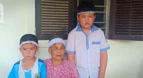 Bố mất chưa giỗ đầu thì mẹ cũng qua đời, hai đứa trẻ 6 và 13 tuổi sống côi cút, đói ăn bên bà ngoại già yếu