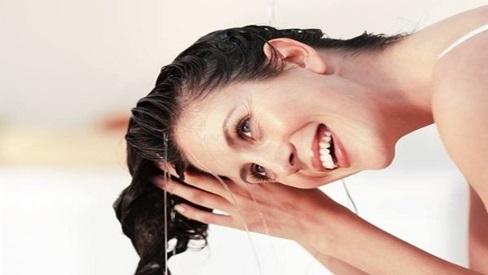 Bỏ ngay 4 sai lầm này, nếu bạn muốn sở hữu mái tóc sạch gàu