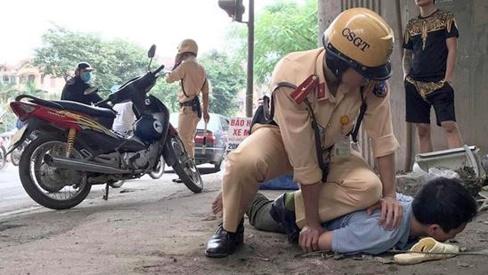 Thiếu tá CSGT bị đánh khi kiểm tra nồng độ cồn tài xế