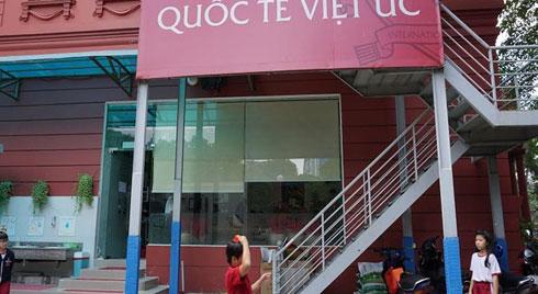 Dòi bò trong thức ăn của học sinh trường quốc tế ở Sài Gòn