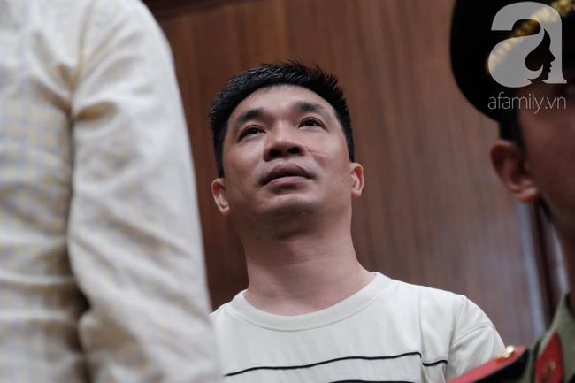 Hot girl Ngọc Miu và Văn Kính Dương cười tươi khi tòa trả hồ sơ, người nhà bật khóc cố níu xe chở phạm nhân-13