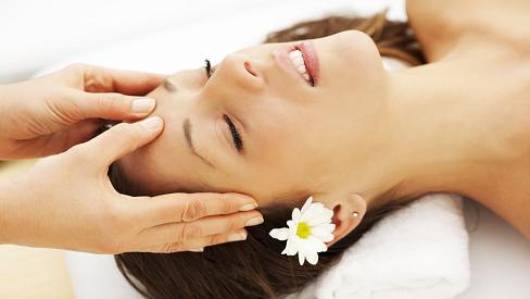 7 động tác massage cơ mặt giúp chị em trẻ ra 10 tuổi so với tuổi thật, ai cũng cần phải biết