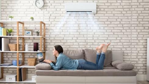 Vì sao bạn nên vệ sinh máy lạnh theo cách này để bảo vệ sức khỏe cả gia đình?