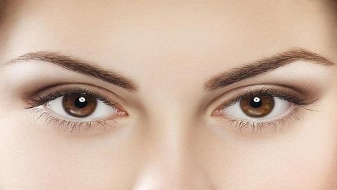 Bác sĩ hướng dẫn xử trí khi bị dị vật bay vào mắt
