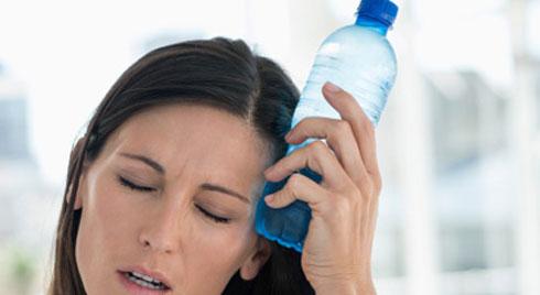 Tránh để cơ thể mất nước vào mùa nắng nóng bằng những tuyệt chiêu ai cũng có thể áp dụng