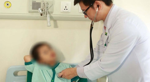 Bé 9 tháng tuổi đã bị viêm bàng quang, sốt cao và tím tái: Bác sĩ nhấn mạnh 3 việc cha mẹ cần làm để tránh nhiễm trùng đường tiểu cho con