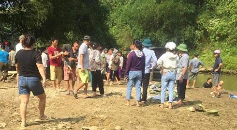 Thấy bạn bị đuối nước, nhóm học sinh bơi ra cứu thì 4 em tử vong thương tâm