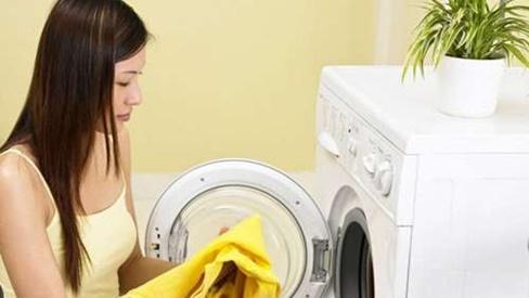 Chỉ cần cho thứ này vào máy giặt, quần áo lấy ra tự phẳng lỳ, thơm phức, không cần mất thời gian là ủi