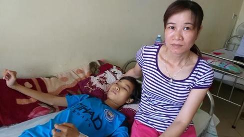 Mắc bệnh suy thận mạn, đường đến trường của cô học trò nghèo dang dở