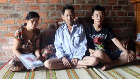 Bố mẹ ung thư, nam sinh bỏ học giữa chừng đỡ gánh nặng gia đình