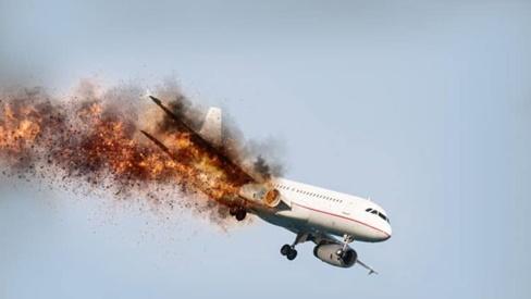 7 bí quyết giúp bạn sống sót khi rơi máy bay