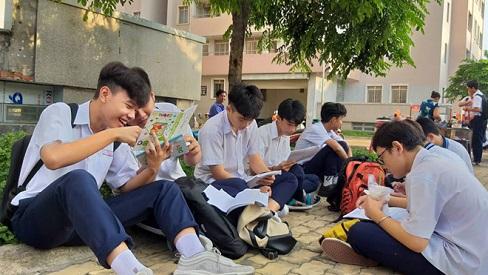 Sáng nay, thí sinh thi môn toán kỳ thi tuyển sinh lớp 10 tại TP.HCM