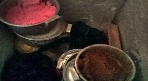 Rợn người đột nhập vào xưởng kem bẩn