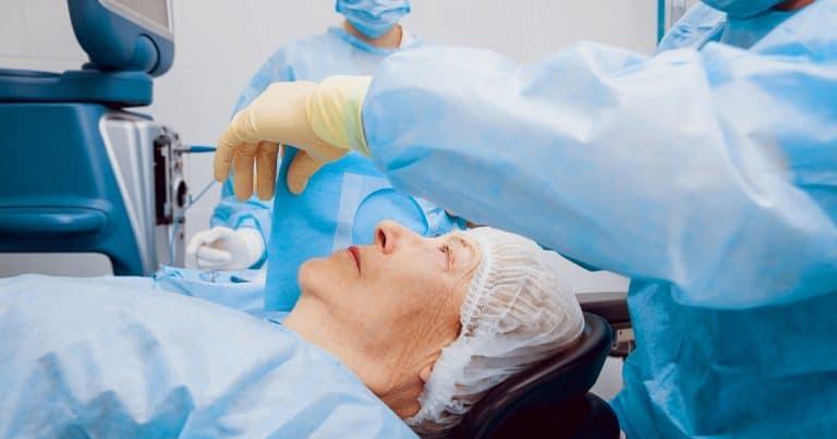 Các biến chứng sau mổ đục thủy tinh thể ở người cao tuổi-1