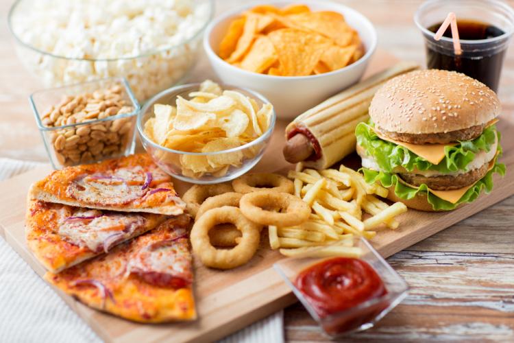 6 loại thực phẩm gây mụn bạn nên tránh-1