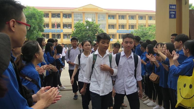 Hà Nội: Buổi cuối thi tuyển sinh lớp 10 thí sinh vui vẻ vì đề thi dễ-1