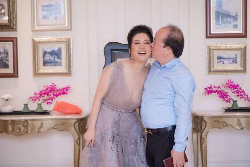 Cuộc tình của Đinh Hiền Anh và Thứ trưởng vừa bị kỷ luật cảnh cáo-2
